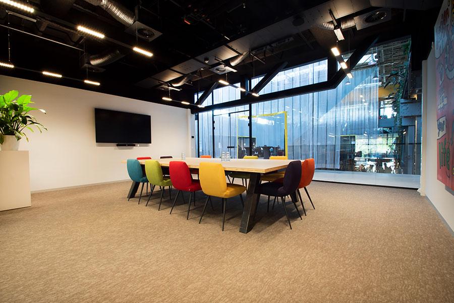 Seats2meet LocHal Tilburg vergaderruimte Kleur