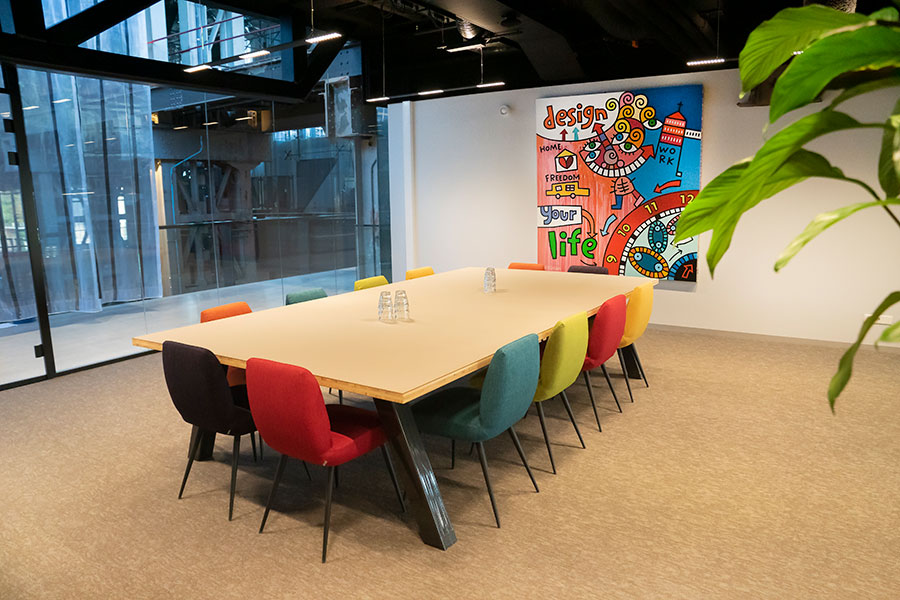 LocHal Seats2meet Tilburg vergaderruimte Kleur