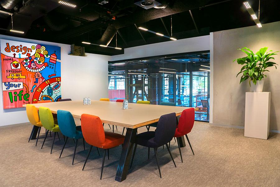 Seats2meet Tilburg LocHal vergaderruimte Kleur