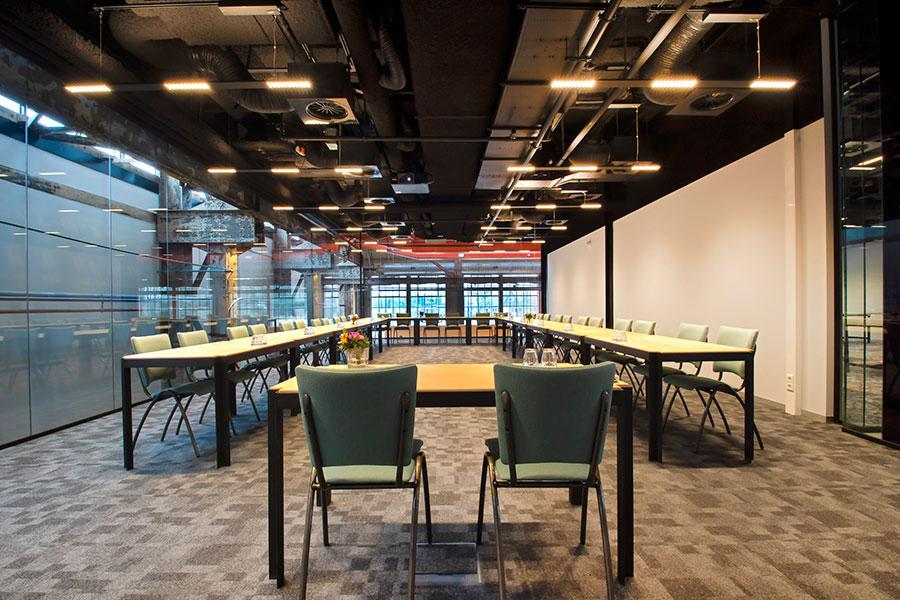 Tilburg Vergaderzaal Werkplaats theater opstelling U-vorm 1 Seats2meet LocHal Tilburg