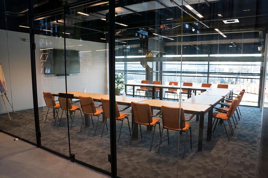 Ambacht vergaderruimte Tilburg Seats2meet spoorzone LocHal
