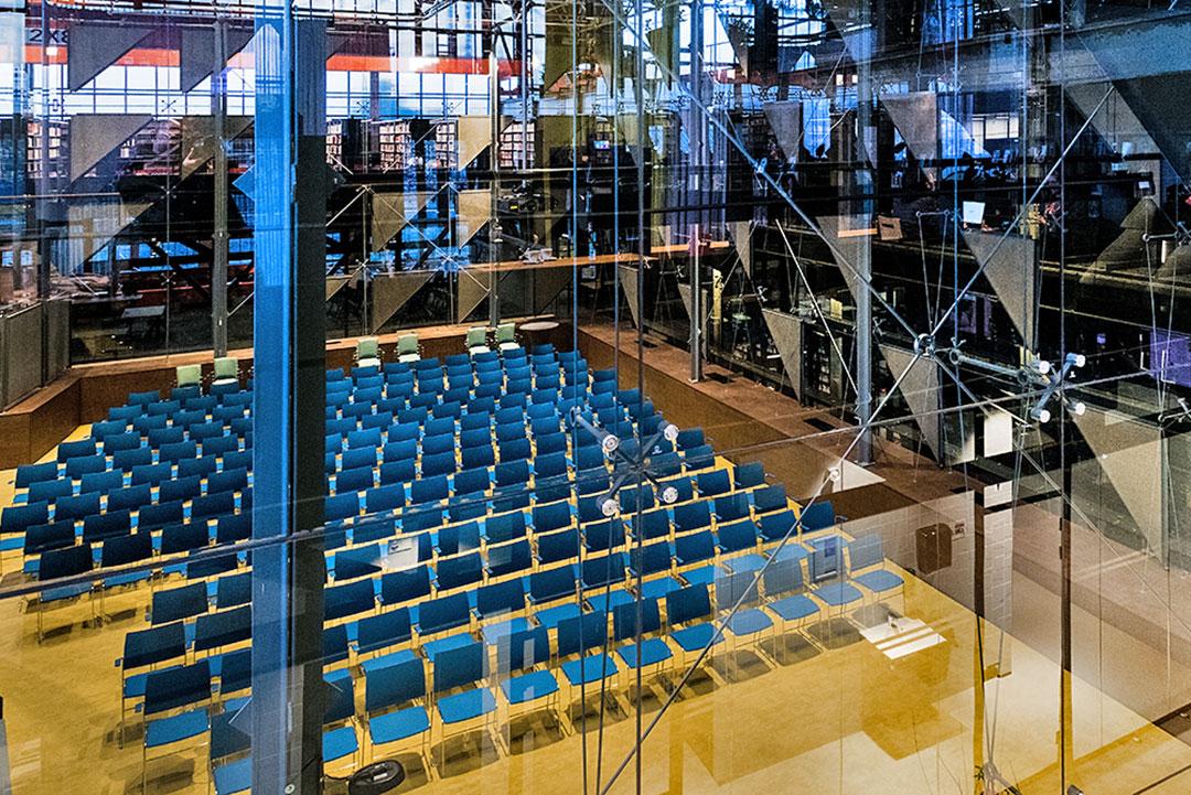 glazen zaal als trouwlocatie in de LocHal Tilburg