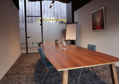 Vergaderzaal Atelier3 - Seats2meet Tilburg Spoorzone