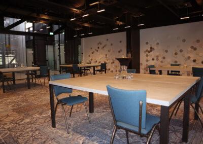 Vergaderzaal Beton2 - Seats2meet Tilburg Spoorzone