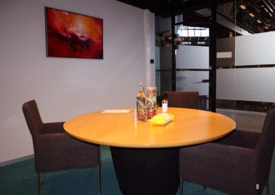 Vergaderzaal Rondom1 - Seats2meet Tilburg Spoorzone